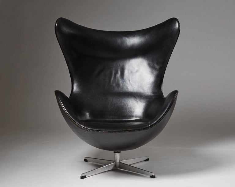 Original leather and aluminium.