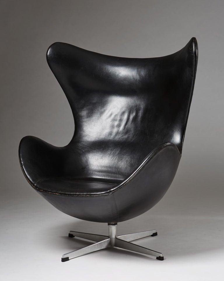 """Swedish Armchair """"Egg Chair"""" Designed by Arne Jacobsen for Fritz Hansen, Denmark, 1958 For Sale"""