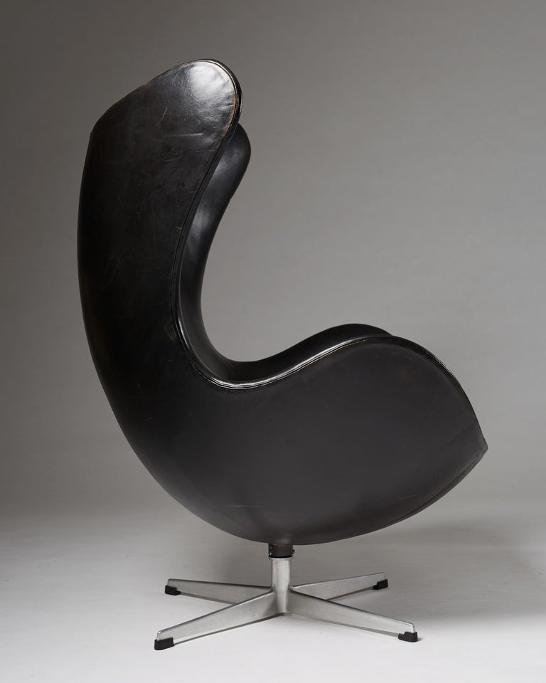 "Armchair ""Egg Chair"" Designed by Arne Jacobsen for Fritz Hansen, Denmark, 1958 In Excellent Condition For Sale In Stockholm, SE"