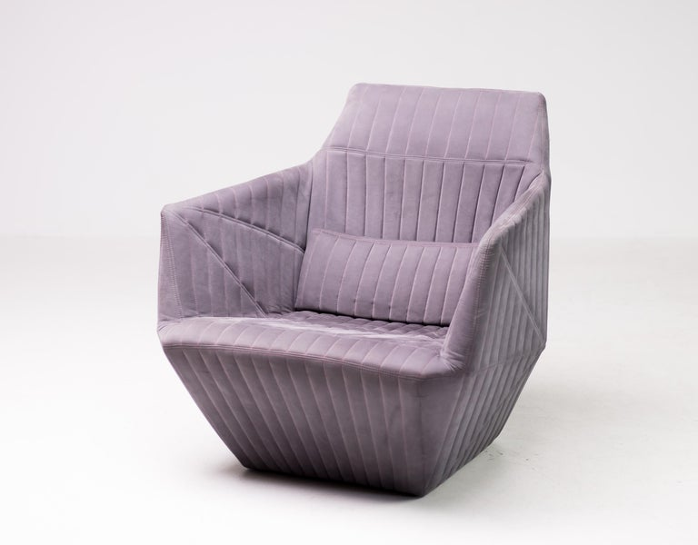 The armchair Facett, designed by Ronan Bouroullec and Erwan Bouroullec for Ligne Roset, is a lounge chair with Minimalist design and refined details. The alcantara cover is quilted with polyether foam in 5cm wide bands.  Single stitching for
