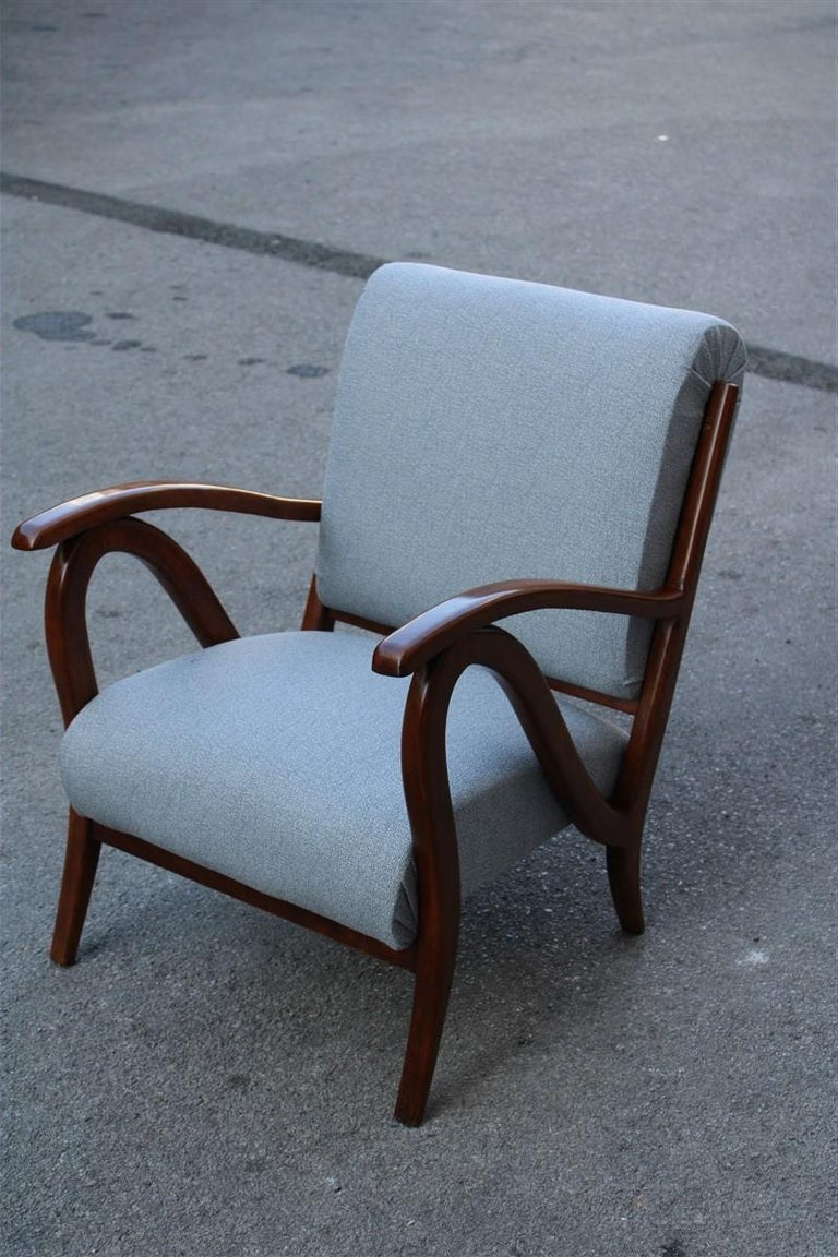 Armchair in Italian Curved Walnut Wood from the 1950s Upholstered Cushions In Good Condition For Sale In Palermo, Sicily