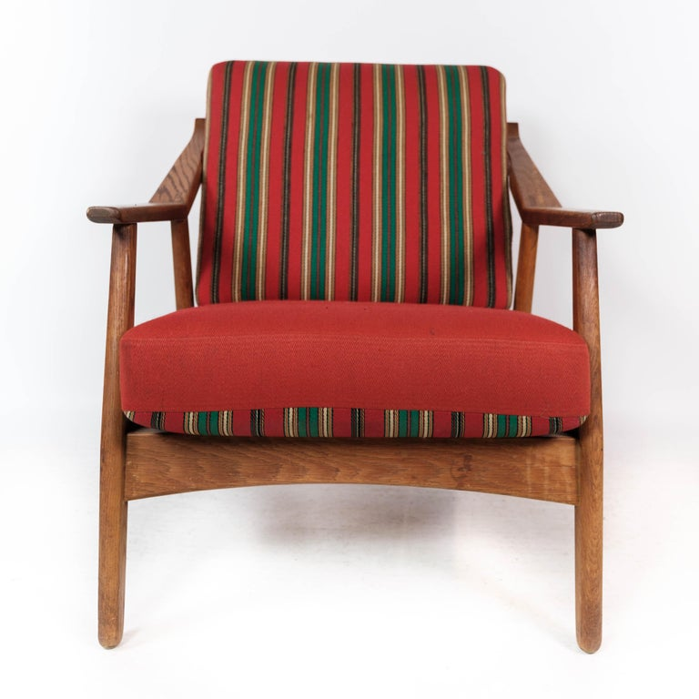 Armchair in Oak and Upholstered with Red Fabric, by H. Brockmann Petersen, 1960s In Good Condition For Sale In Lejre, DK