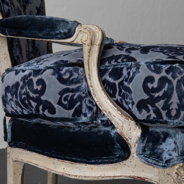 Pair of French Armchairs White Blue Louis XV Period Velvet, France For Sale 4