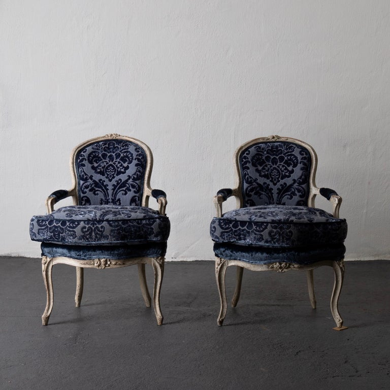 Armchairs pair of French white blue Louise XV period, France. A pair of Louis XV armchairs made in France, circa 1730-1750. Very comfortable seat.