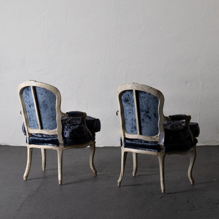 Pair of French Armchairs White Blue Louis XV Period Velvet, France In Good Condition For Sale In New York, NY