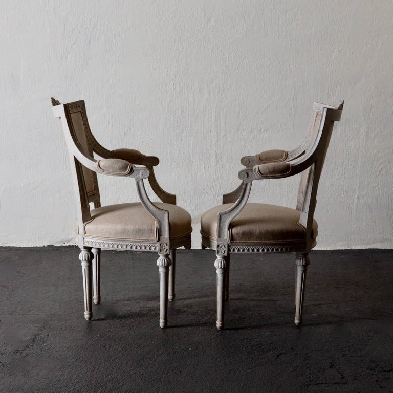Armchairs Pair of Gustavian 19th Century Swedish White Beige Sweden In Good Condition For Sale In New York, NY