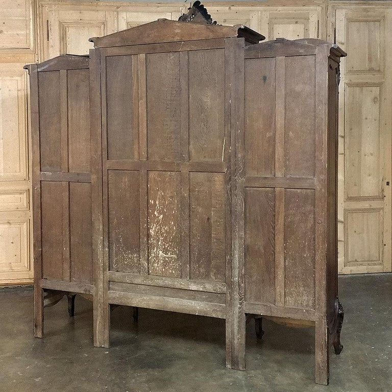 Armoire, 19th Century French Louis XV in Walnut, by Mercier For Sale 4