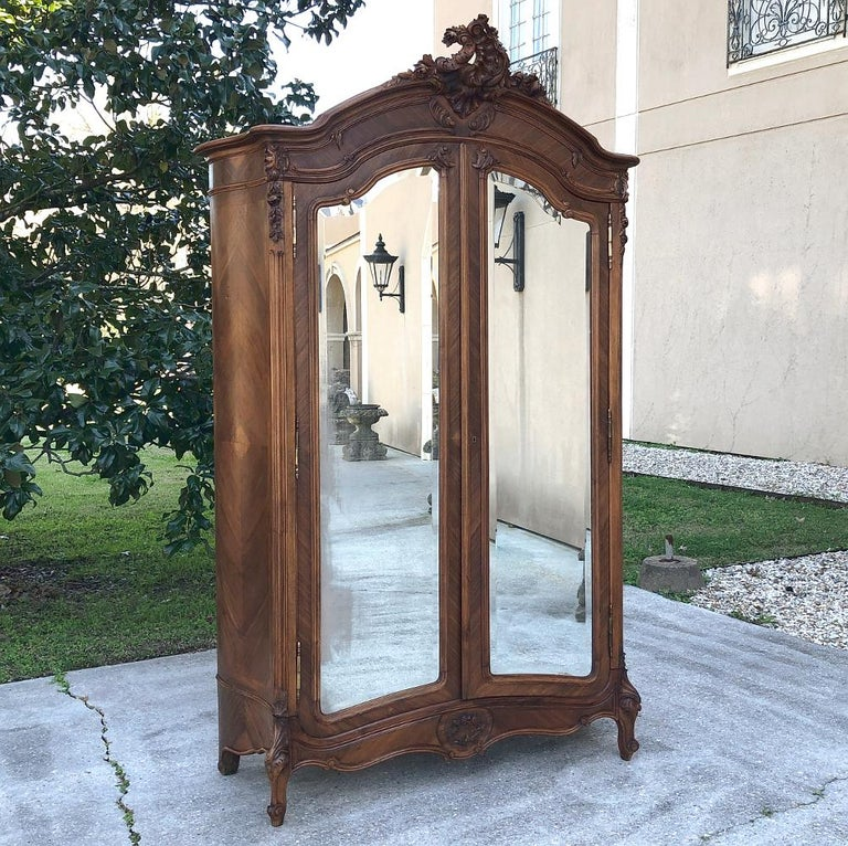 Armoire, 19th Century French Louis XV in Walnut In Good Condition For Sale In Dallas, TX