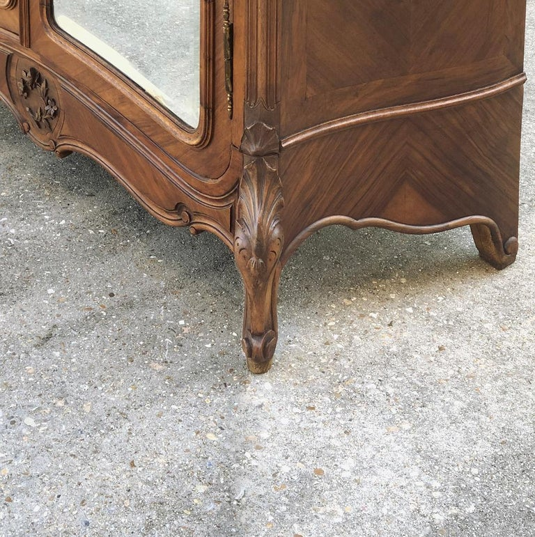 Armoire, 19th Century French Louis XV in Walnut For Sale 2