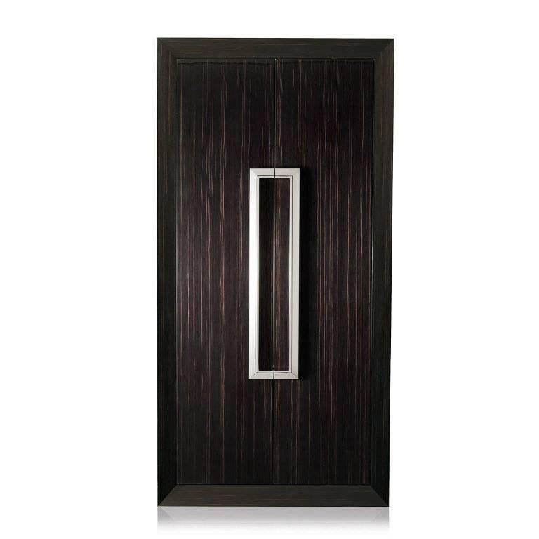 Tempo Assoluto is contemporary and luxurious armoire safe in polished wood with safe, anchorable to the wall. Biometric opening device and emergency key system. Watch winders entirely made in Switzerland. Secret compartment, inside lined in