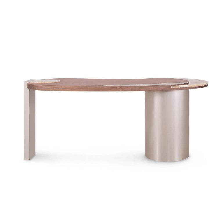 Desk with top in walnut veneer matt finish and inlay details in dark oxidised brass with a high-gloss finish and polished Shadow onyx. Wooden legs lacquered in high-gloss champagne-colored bronze powder. With USB port and built-in cable