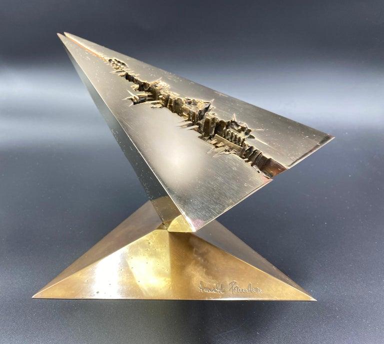 Verso Il 2080 (messaggio) - Abstract Geometric Sculpture by Arnaldo Pomodoro