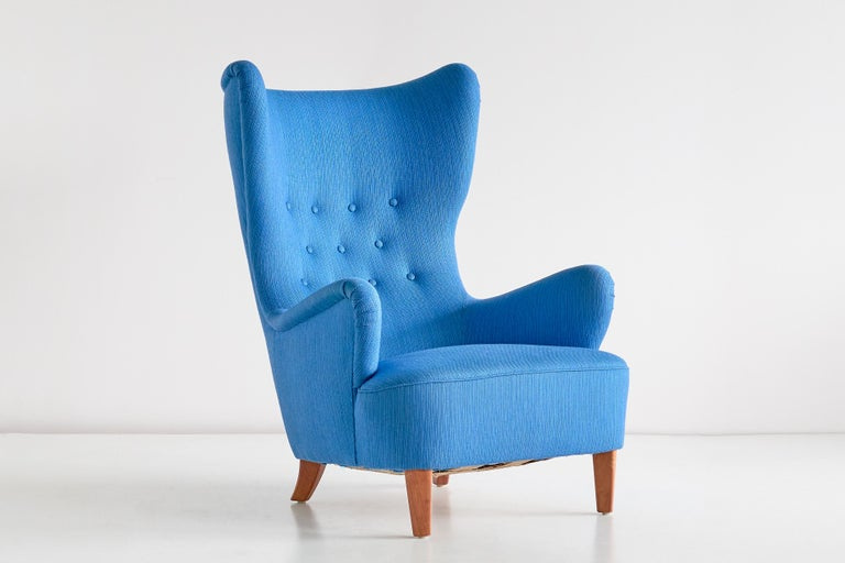 Arne Färnrot Wingback Chair in Blue Wool Fabric and Mahogany, Sweden, Late 1940s 4