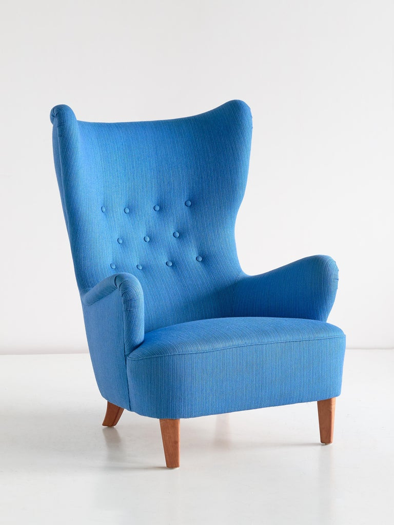 Scandinavian Modern Arne Färnrot Wingback Chair in Blue Wool Fabric and Mahogany, Sweden, Late 1940s