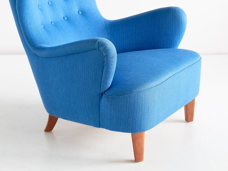 Swedish Arne Färnrot Wingback Chair in Blue Wool Fabric and Mahogany, Sweden, Late 1940s