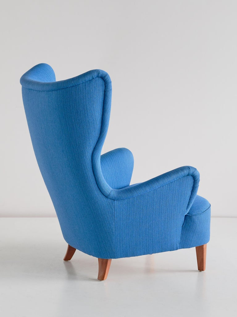Mid-20th Century Arne Färnrot Wingback Chair in Blue Wool Fabric and Mahogany, Sweden, Late 1940s