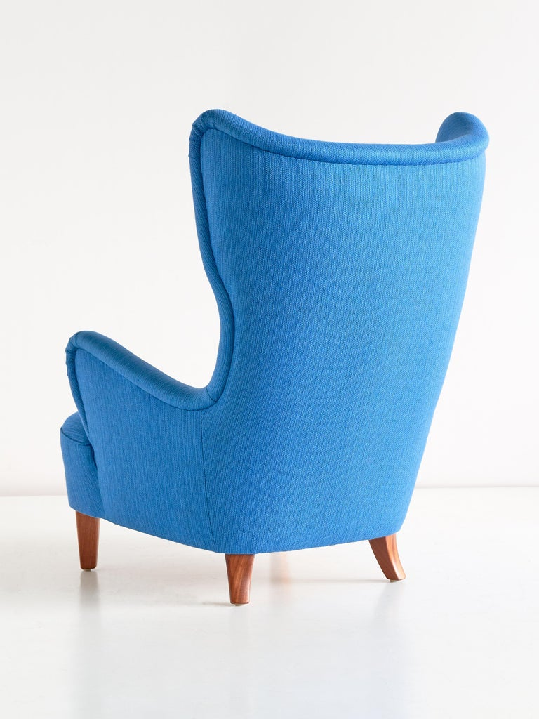 Arne Färnrot Wingback Chair in Blue Wool Fabric and Mahogany, Sweden, Late 1940s 1