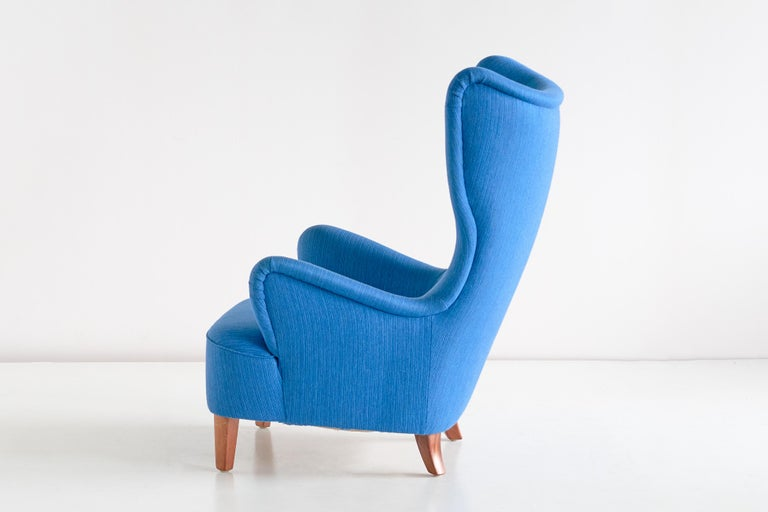 Arne Färnrot Wingback Chair in Blue Wool Fabric and Mahogany, Sweden, Late 1940s 2
