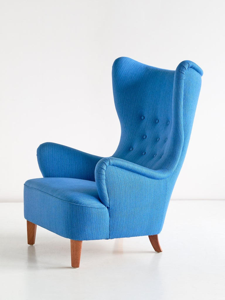 Arne Färnrot Wingback Chair in Blue Wool Fabric and Mahogany, Sweden, Late 1940s 3