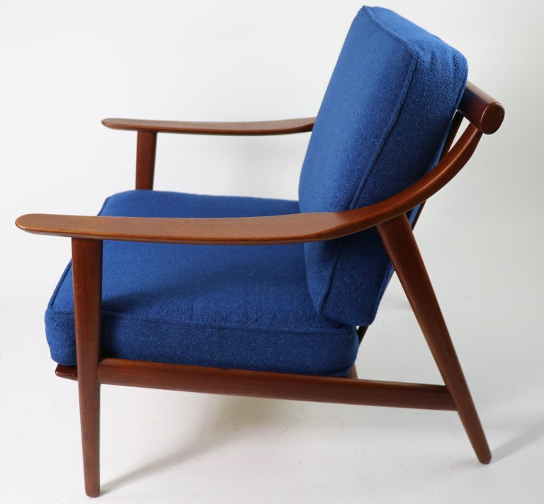 Danish modern teak frame lounge chair designed by Arne Hovmand Olsen for Mogerns Kold (model MK- 119). This example is in excellent, original condition (straps replaced). Sophisticated, architectural design, and clean ready to use.