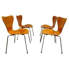 Arne Jacobsen 3107 Butterfly Chairs by Fritz Hansen