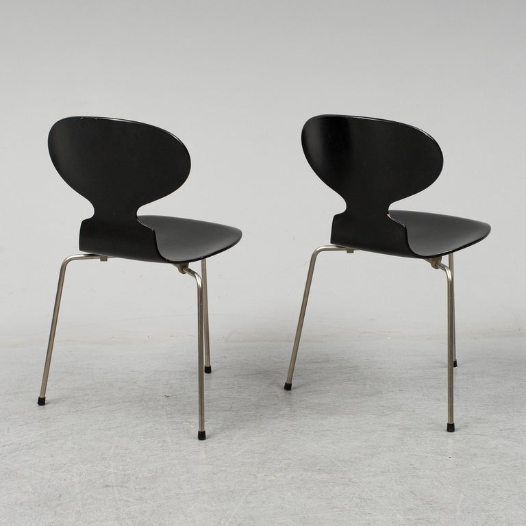 Lacquered Arne Jacobsen Ant Chairs, Original Set from Early Production, 1952 For Sale
