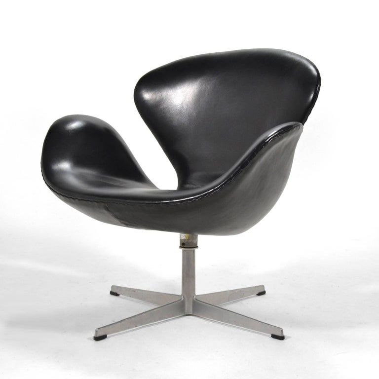 Danish Arne Jacobsen Black Leather Swan Chair by Fritz Hansen For Sale