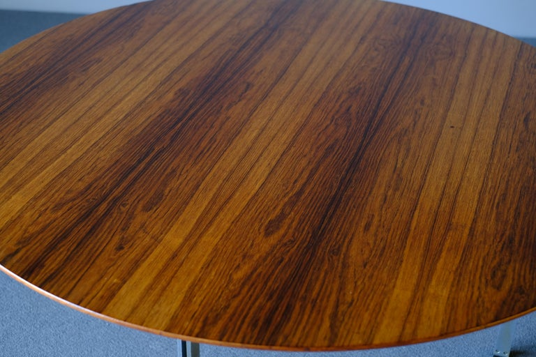 Coffee table by Arne Jacobsen for Fritz Hansen in rosewood. The table has steel legs.