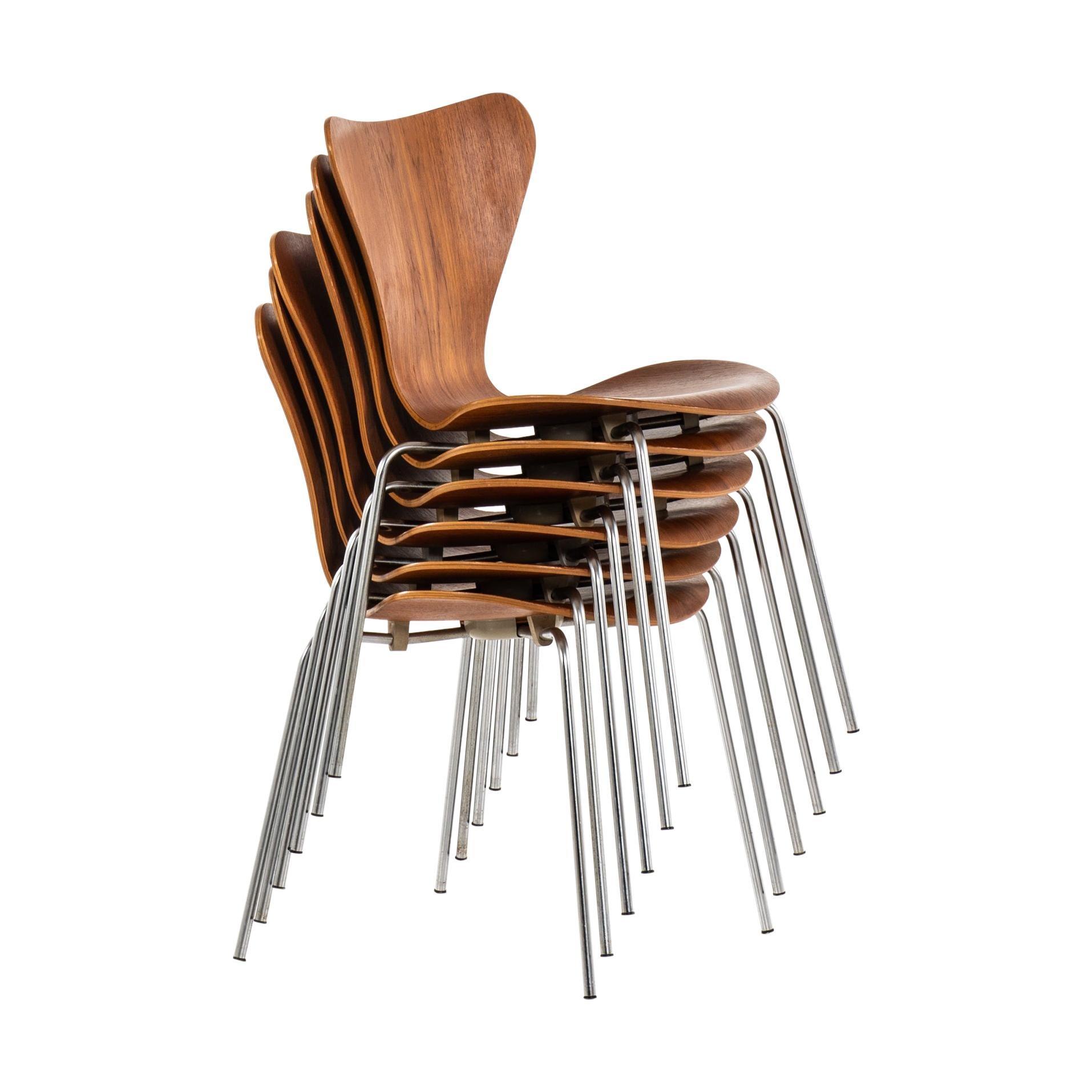 Arne Jacobsen Dining Chairs Model 3107 / Seven Series by Fritz Hansen in Denmark