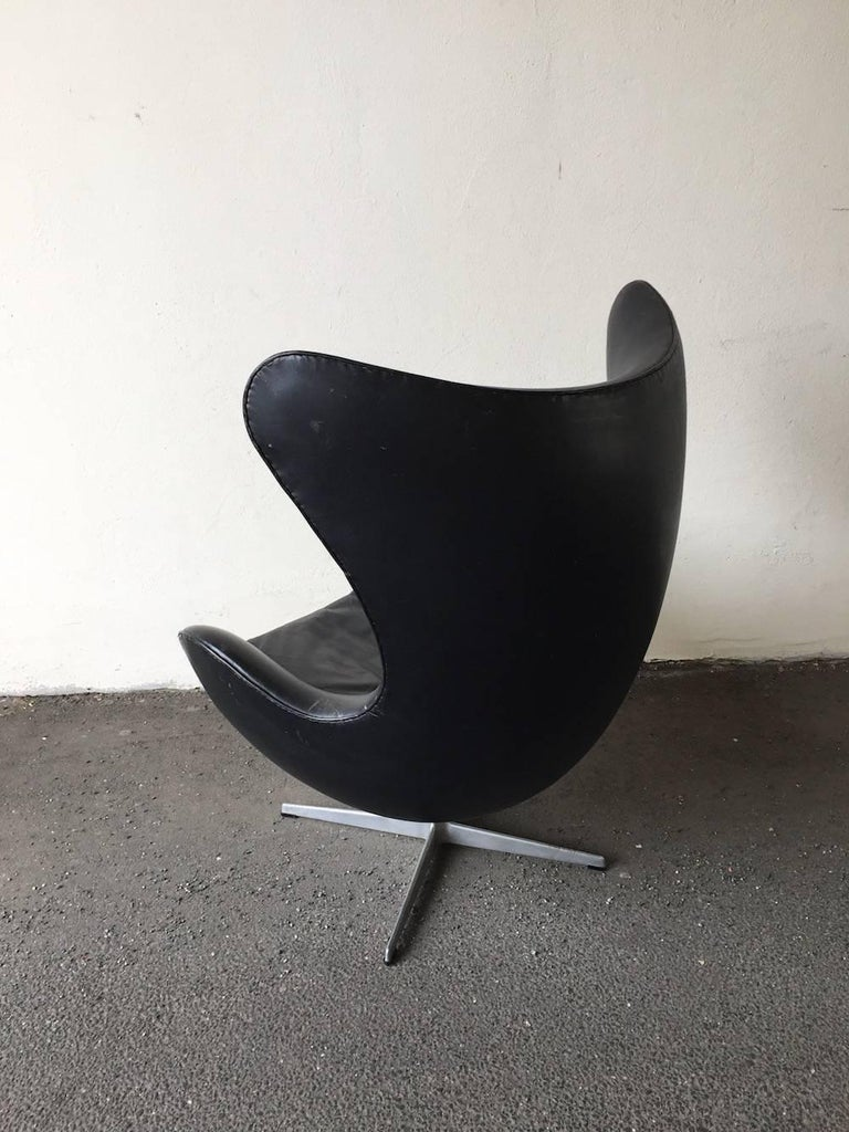 Leather Arne Jacobsen Early Edition Egg Chair For Sale