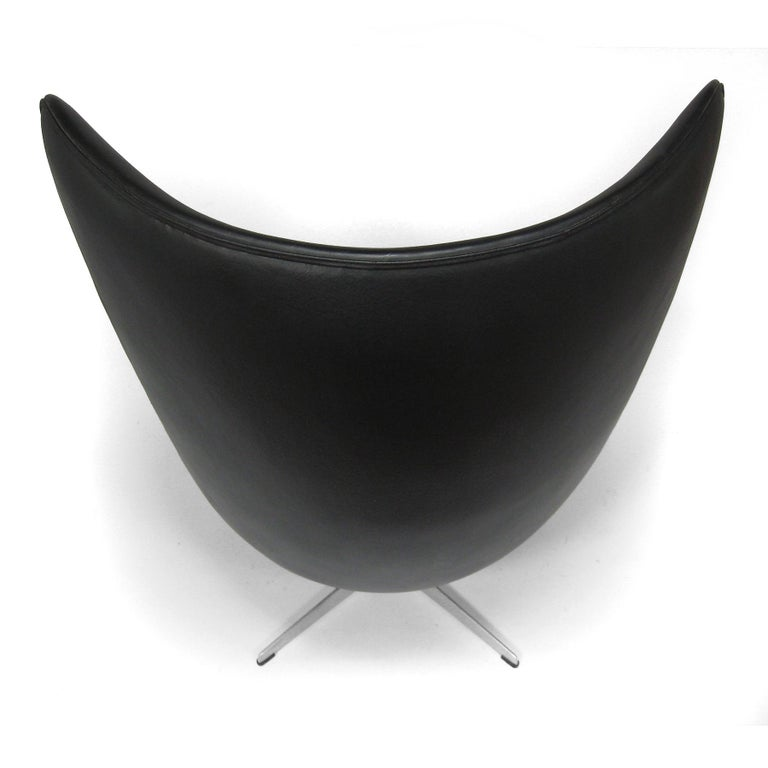 Arne Jacobsen Early Egg Chair by Fritz Hansen For Sale 3