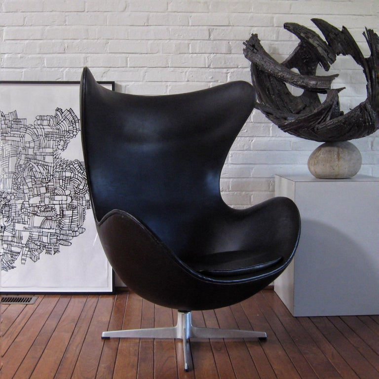 Arne Jacobsen Early Egg Chair by Fritz Hansen For Sale 4