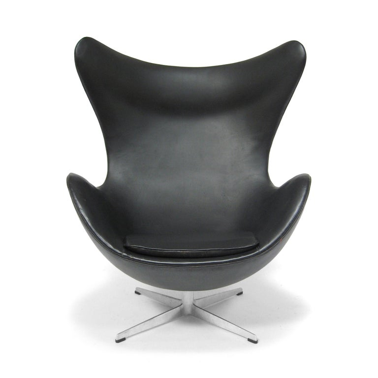 Scandinavian Modern Arne Jacobsen Early Egg Chair by Fritz Hansen For Sale