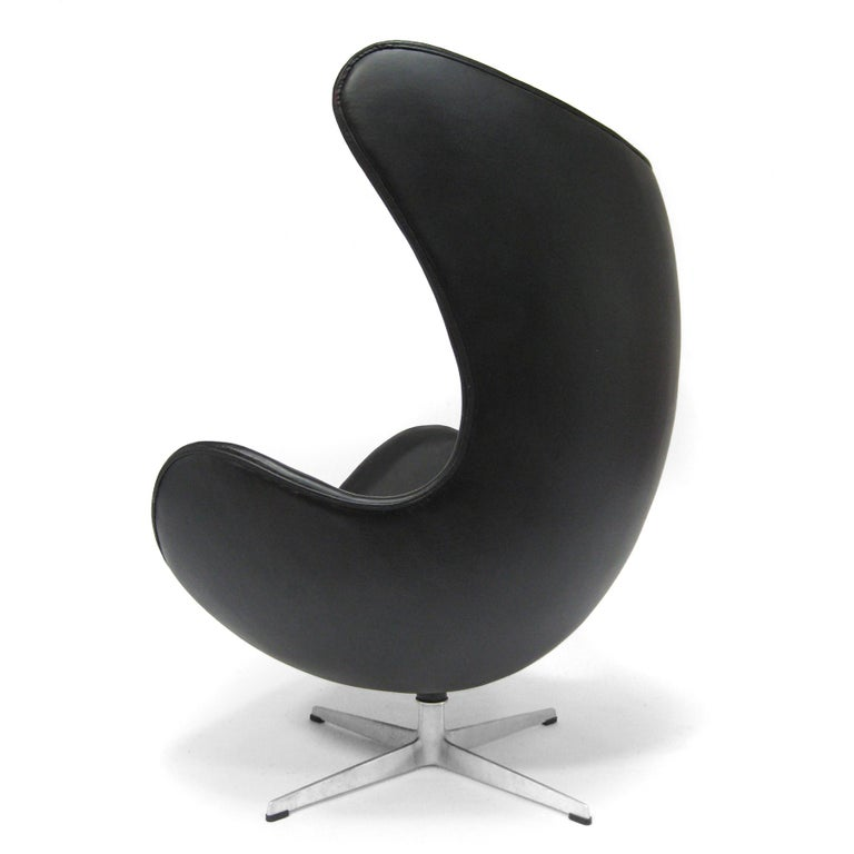 Arne Jacobsen Early Egg Chair by Fritz Hansen In Good Condition For Sale In Highland, IN