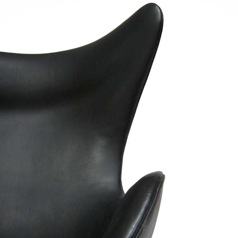 Mid-20th Century Arne Jacobsen Early Egg Chair by Fritz Hansen For Sale