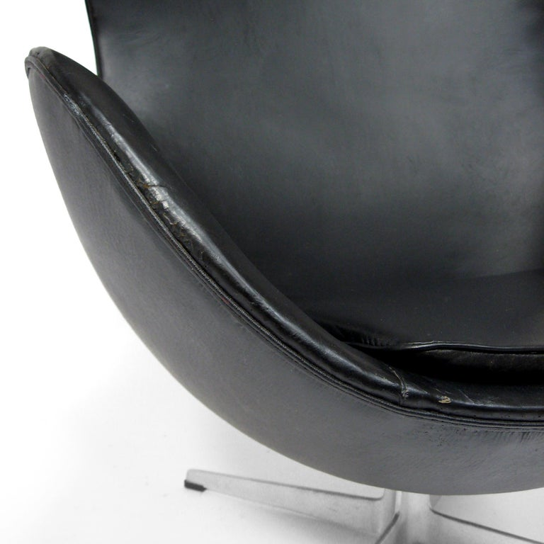 Aluminum Arne Jacobsen Early Egg Chair by Fritz Hansen For Sale