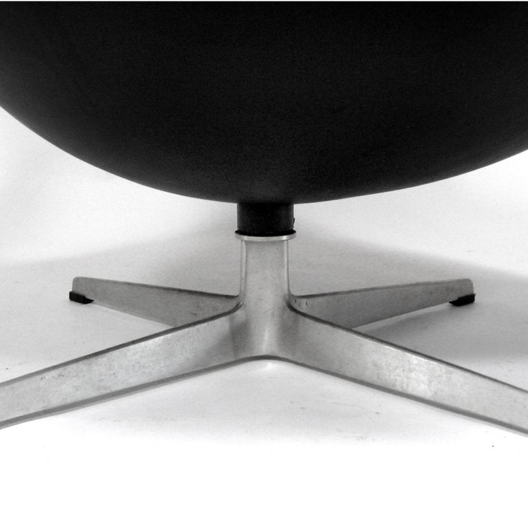Arne Jacobsen Early Egg Chair by Fritz Hansen For Sale 1