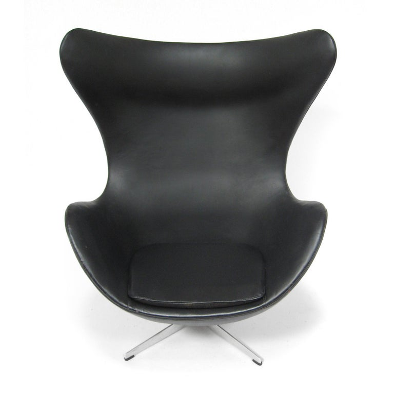 Arne Jacobsen Early Egg Chair by Fritz Hansen For Sale 2