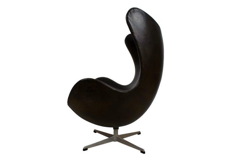 Arne Jacobsen Early Egg Chair in Black Leather, Fritz Hansen, 1958 4