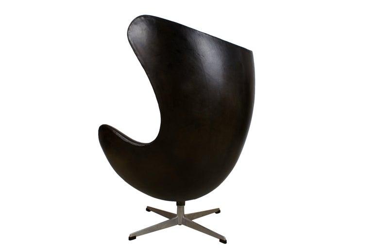 Arne Jacobsen Early Egg Chair in Black Leather, Fritz Hansen, 1958 5