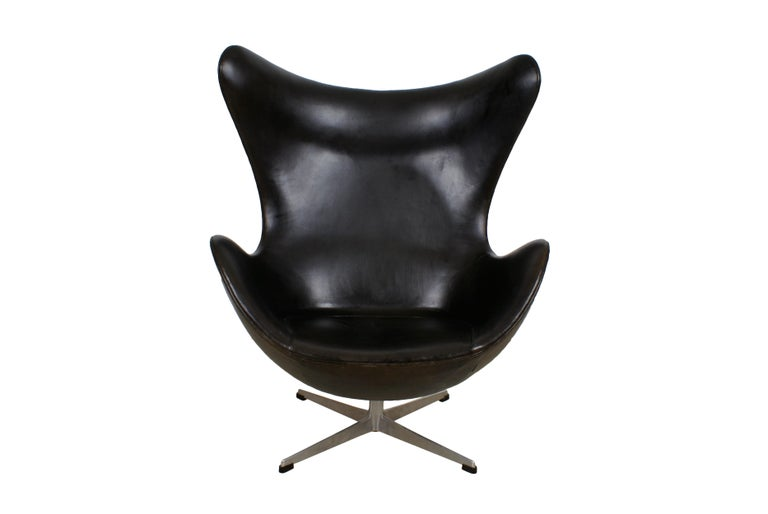 Arne Jacobsen Early Egg Chair in Black Leather, Fritz Hansen, 1958 7