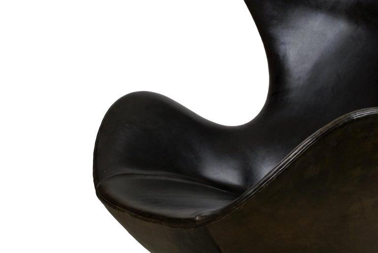 Arne Jacobsen Early Egg Chair in Black Leather, Fritz Hansen, 1958 2