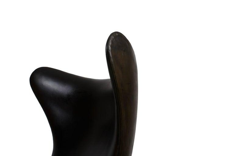 Arne Jacobsen Early Egg Chair in Black Leather, Fritz Hansen, 1958 3