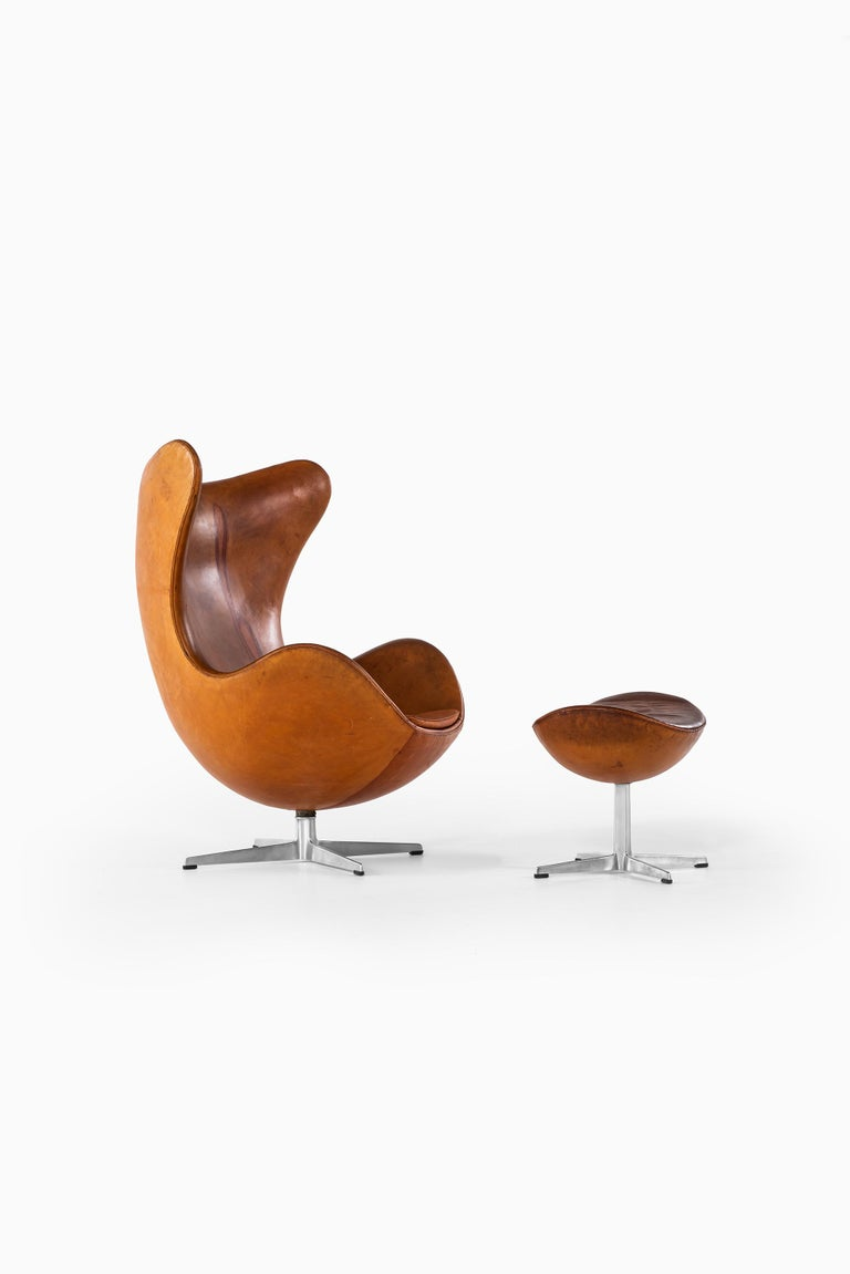 Danish Arne Jacobsen Early Egg Chair with Stool by Fritz Hansen in Denmark For Sale