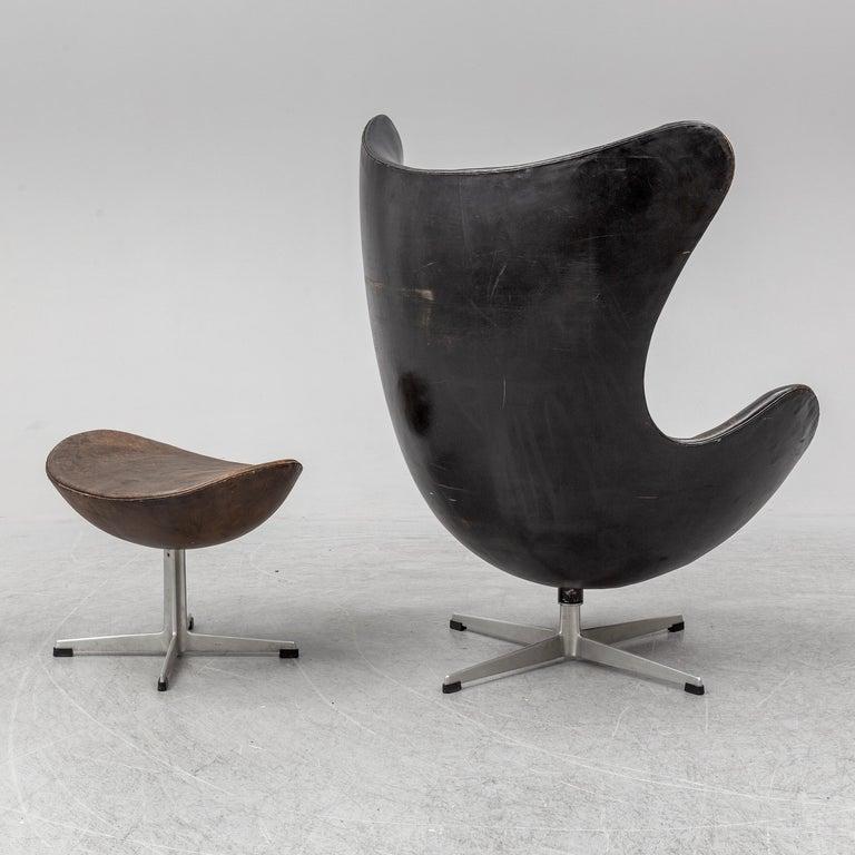 Scandinavian Modern Arne Jacobsen Egg Chair an Ottoman by Fritz Hansen in Denmark