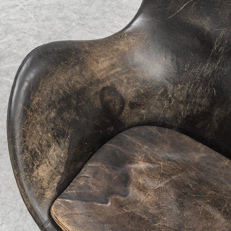 Arne Jacobsen Egg Chair an Ottoman by Fritz Hansen in Denmark In Good Condition In Madrid, ES