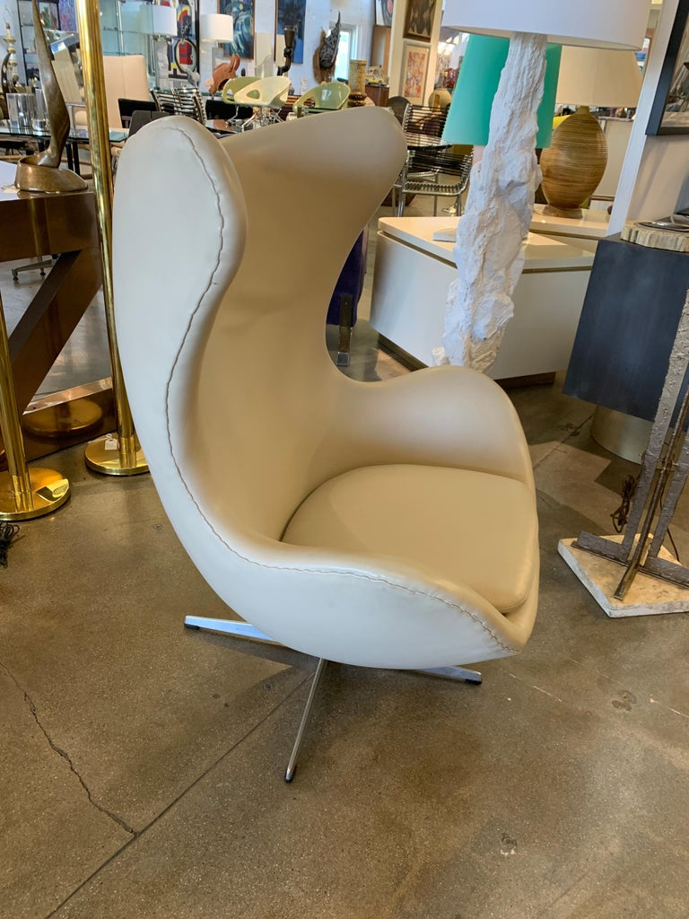 Arne Jacobsen Egg Chair by Fritz Hansen For Sale 2