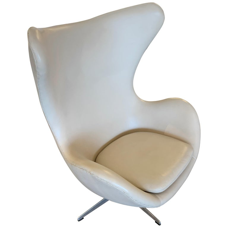 Arne Jacobsen Egg Chair by Fritz Hansen For Sale