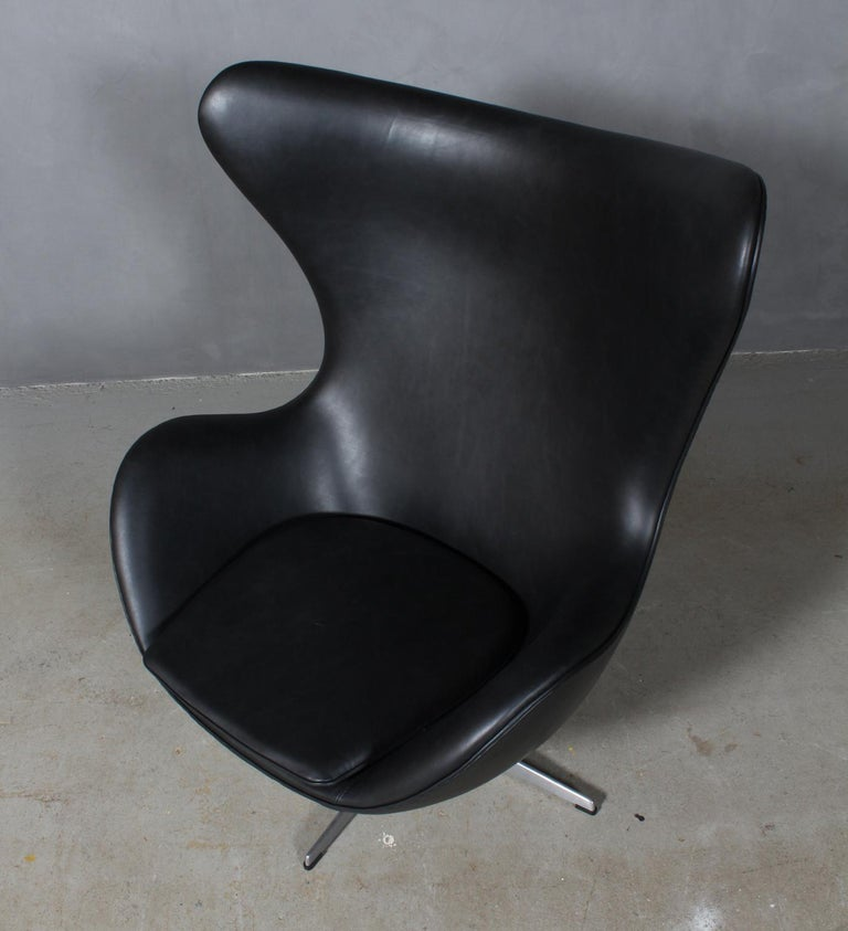 Arne Jacobsen set of lounge chairs model Egg. New upholstered with Dakar black aniline leather.