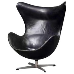 Arne Jacobsen Egg Chair in Black Leather, circa 1963